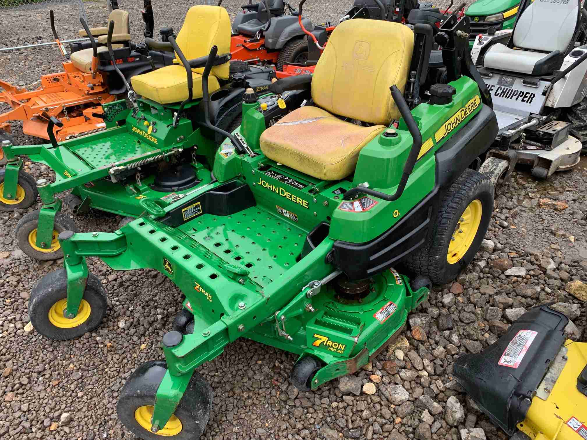 48IN JOHN DEERE Z810A COMMERCIAL ZERO TURN MOWER WITH 21HP KAWASAKI