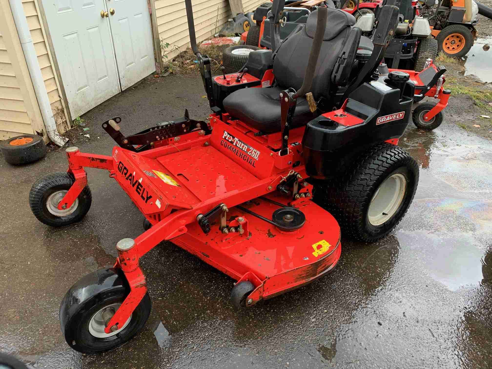 60IN GRAVELY PRO-TURN 260 COMMERCIAL ZERO TURN MOWER 27HP