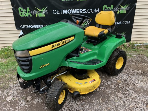 USED JOHN DEERE X300 SERIES LAWN TRACTOR FOR SALE