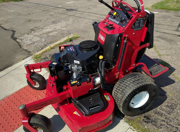52in Toro Grandstand Commercial Zero Turn Mower 1100 Hrs