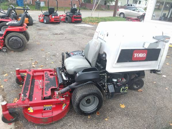 48in Toro 8000 Series Commercial Zero Turn Mower 2 Yrs Old